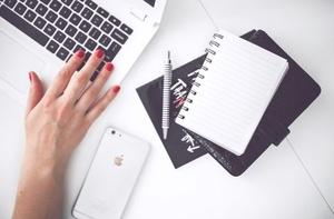 """""""17 pomysłów na świąteczne kampanie email marketingowe"""" – poradnik od GetResponse"""
