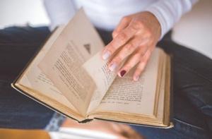 10 najlepszych książek o wywieraniu wpływu, które samodzielny przedsiębiorca powinien przeczytać