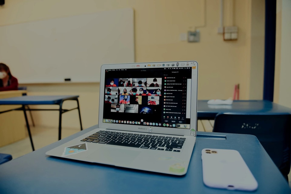 How to Become an Online Teacher (And a Successful One)